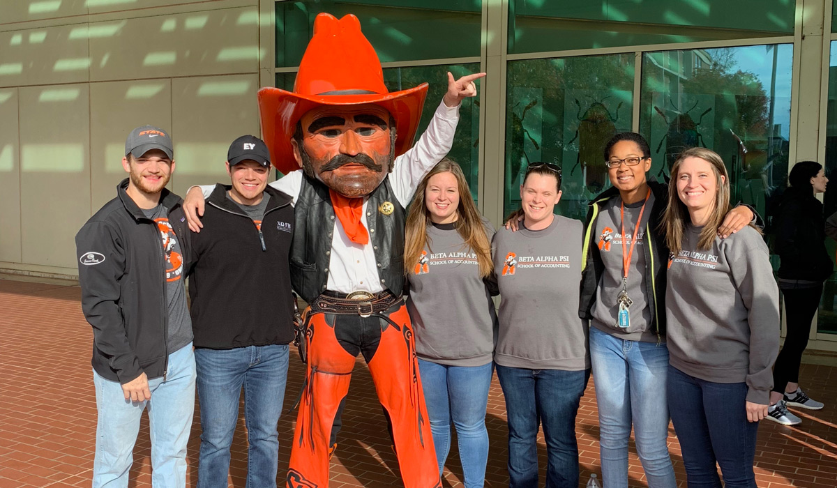BAP Officers and advisor with Pistol Pete