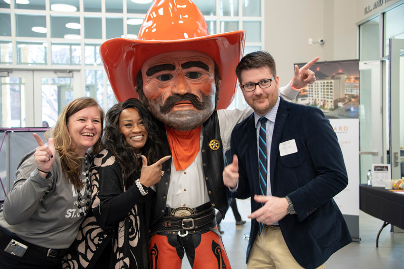 Students with Pistol Pete